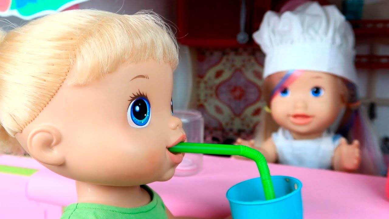 BABY ALIVES TOMAM VITAMINA NO FOOD TRUCK!