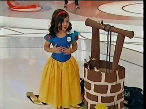 Lorena de Branca de Neve na Eliana