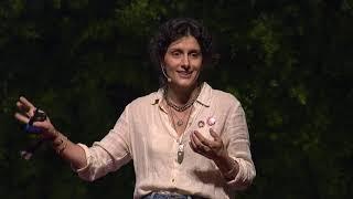 O plástico não é o vilão, os vilões somos nós | Daniela Lerario | TEDxSaoPaulo