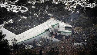 77 شخصا لقوا حتفهم في حادث سقوط طائرة عسكرية في الجزائر