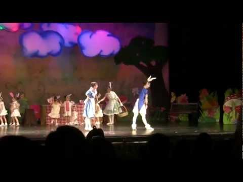 Alice in Wonderland, Rabbit dance.flv