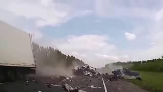 Авто аварии: 15 самых страшных кадров на видео регистраторе 2017