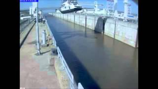 Жёсткий прикол  Смотреть видео онлайн падение яхты при погрузке.