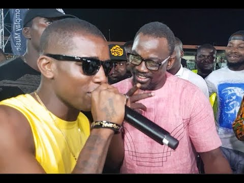 Watch pasuma and small doctor singing together as they dance SHAKU SHAKU at Agege stadium