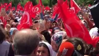أردوغان يلبي دعوة سيدة للحديث معه خلال زيارته مدينة ديار بكر