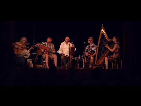IRISH MUSIC fiddle ireland scotland pub tavern music guitar bagpipes harp drums violin