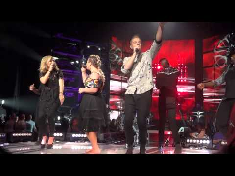 Kelly Clarkson Ft. Pentatonix- Heartbeat Song (Radio City Music Hall) 7/16/15