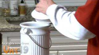 Recycle Food Scraps with the Kitchen Compost Pail
