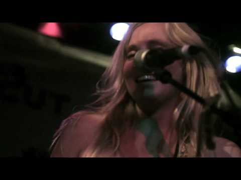 "Lissie ""Bully"" - Live at Brighton Great Escape"