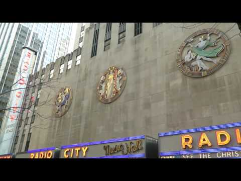 New York City - Walking from 6th Av./45th Street to Rockefeller Christmas Tree