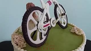 Натуральный эксклюзивный торт на заказ. Велосипед из молочной мастики.
