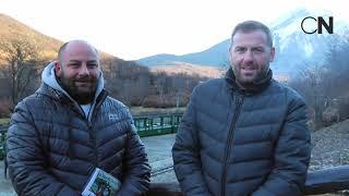 Gaston de Chazal y Martin Loperena de Aerolineas Argentinas durante premiación en Ushuaia