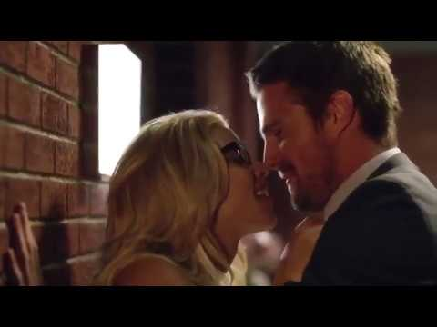 Oliver & Felicity Kissing/Couch Scene 6x04 {WITHOUT BG MUSIC} - Ready for his dessert!