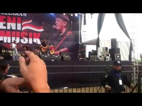 Iwan Fals TAK BIRU LAGI LAUTKU Live Kasongan 2015