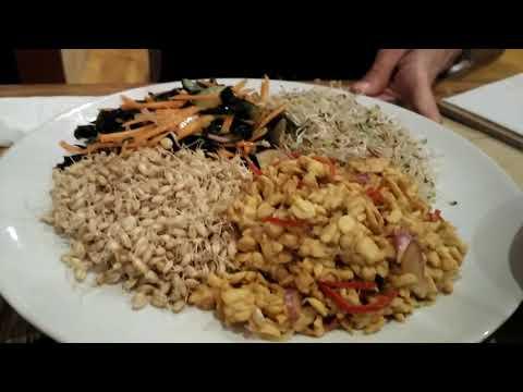 Earth Cafe (Ubud, Bali, Indonesia) | Vegan Food Adventures with Raw Chef Yin