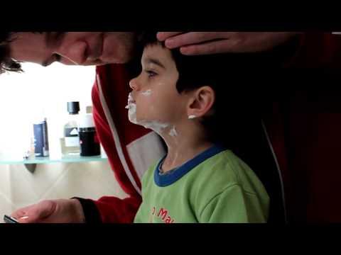Zsombor Ricardo fazendo barba / borotválkozik (Eos...