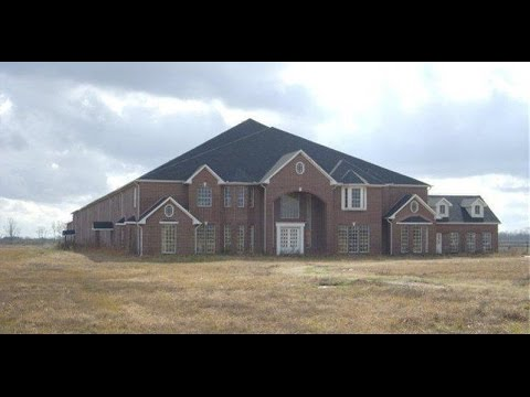 This Empty 46 Bedroom Mansion In Texas Would Make One Heck Of A Haunted House