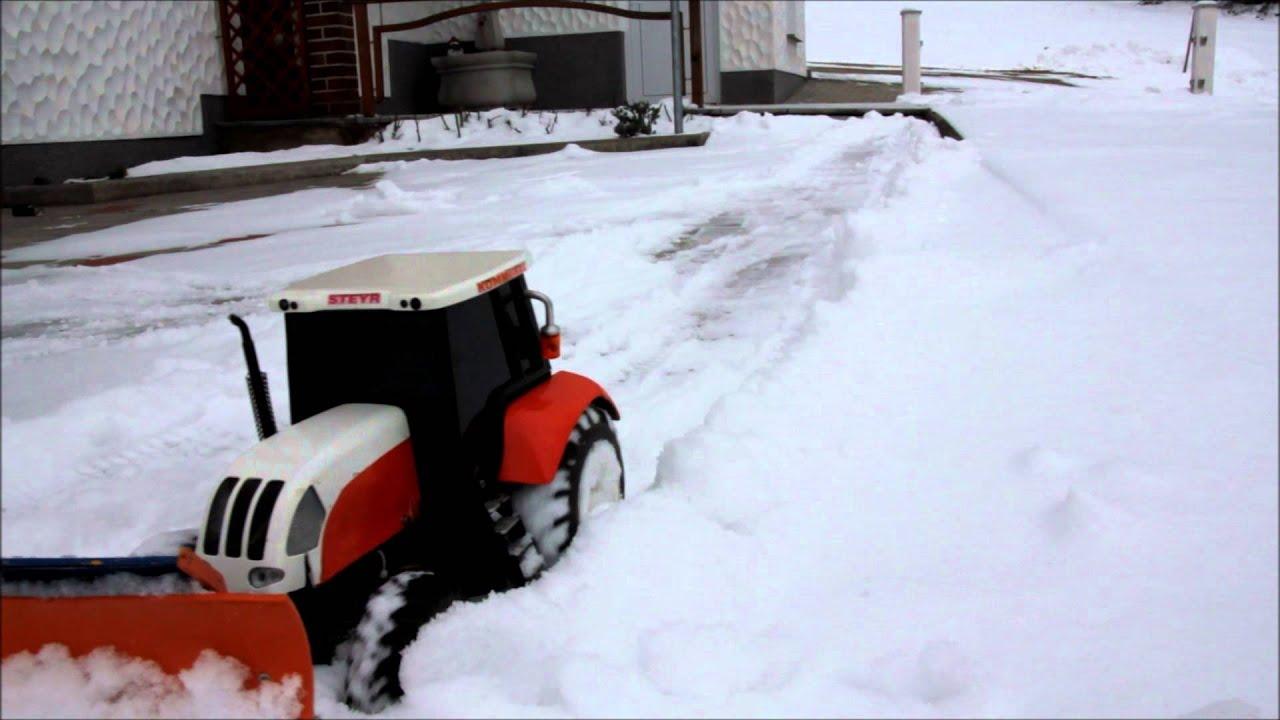 R/C Traktor mit Schneepflug und Schneeschleuder - YouTube