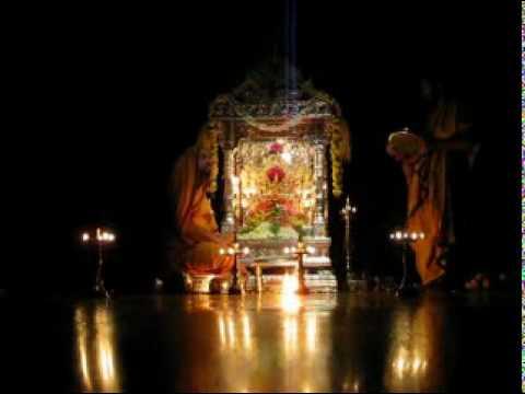 Sri Sri Raghaveshwara Bharati at Pooja