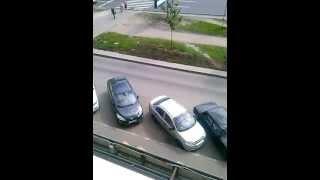 выезд с парковки женщина потеряла уйму времени