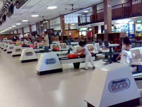 Ga Tay va Cu Ot choi bowling 1st time