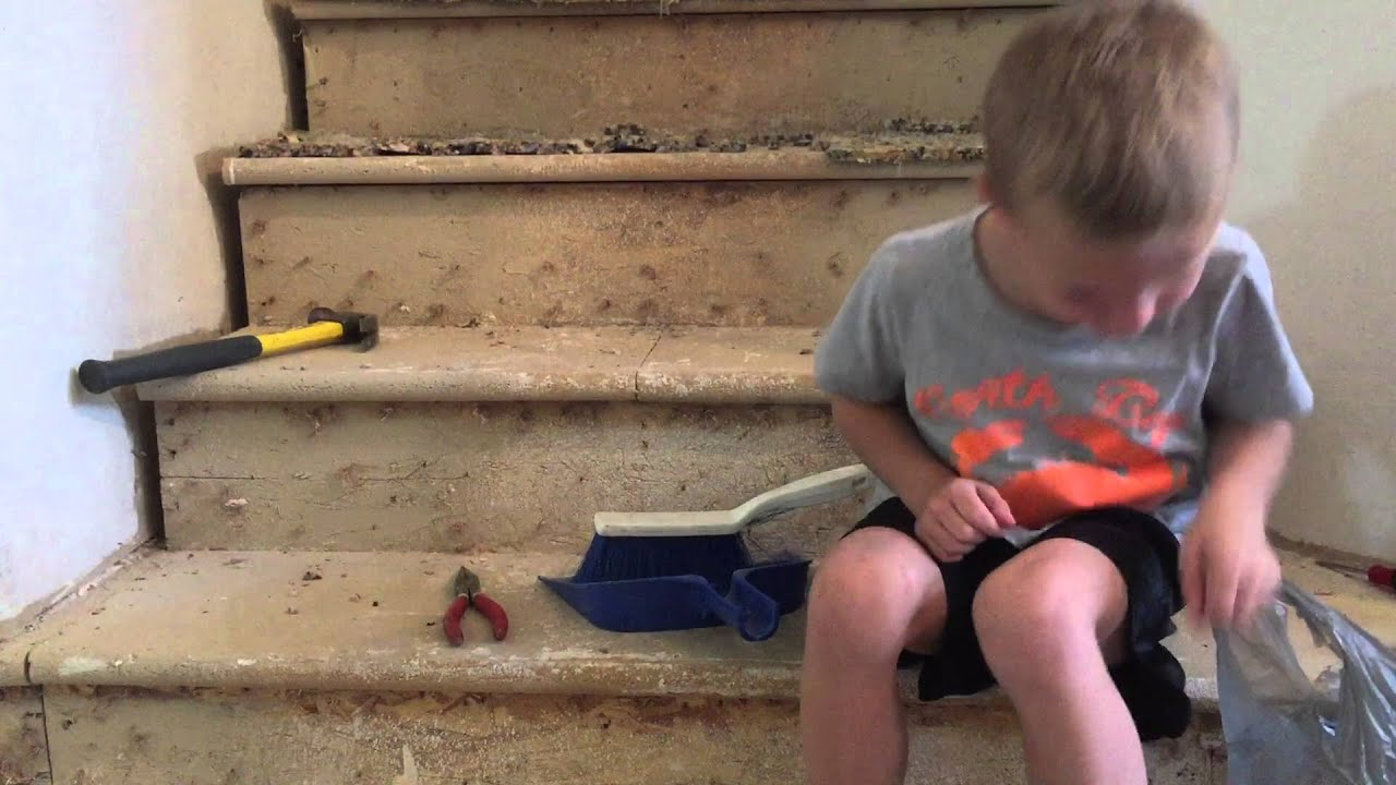How to Remove Carpet from Stairs - YouTube