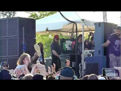 Cage The Elephant - Matt crowd surfin' - live @ 102.1 the X Chili Cook-Off