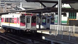 閑散とした佐世保駅の松浦鉄道乗換え改札口とディーゼルエンジン音を轟かす停車中の2つの西九州線MR600形です。