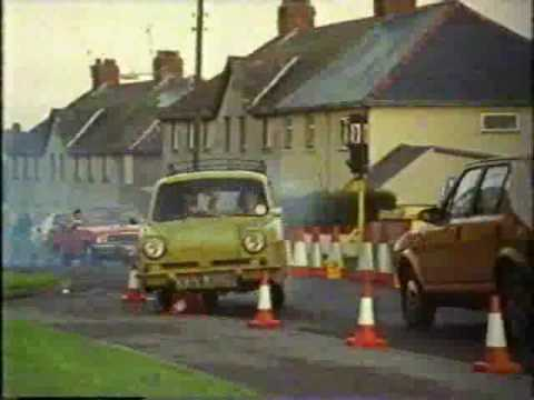 Reliant Regal being chased - OFAH