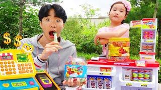 بولام يتظاهر بلعب الحلوى