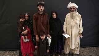 Les réfugiés afghans quittent en masse le Pakistan pour retourner dans un Afghanistan toujours…