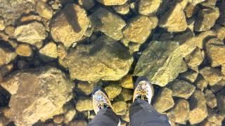 まるで空中浮遊しているよう…透明度が高すぎる冬場の湖上が神秘的