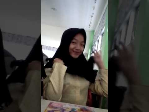 Ceritanya mau benerin jilbab aja😆 thumbnail