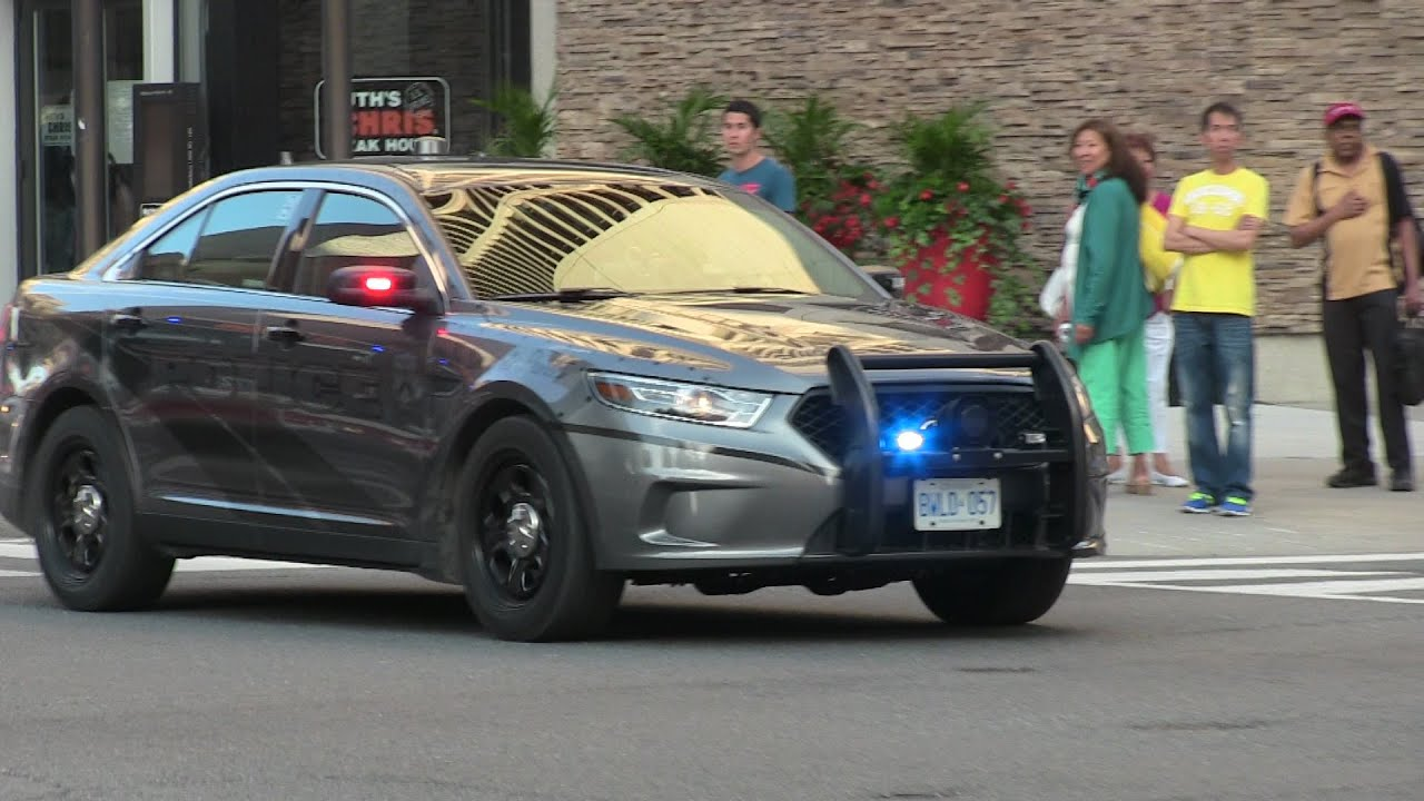 Stealth ford police interceptor marked ford crown victoria toronto police services responding