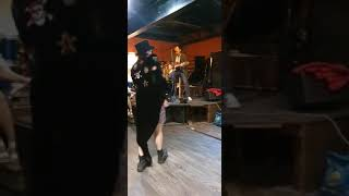 Аркадий Бабаян - вокал, гитара. Сергей Зхус - танец.