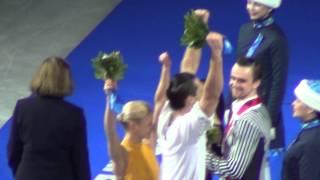 Sochi 2014 Pairs flower ceremony 00681