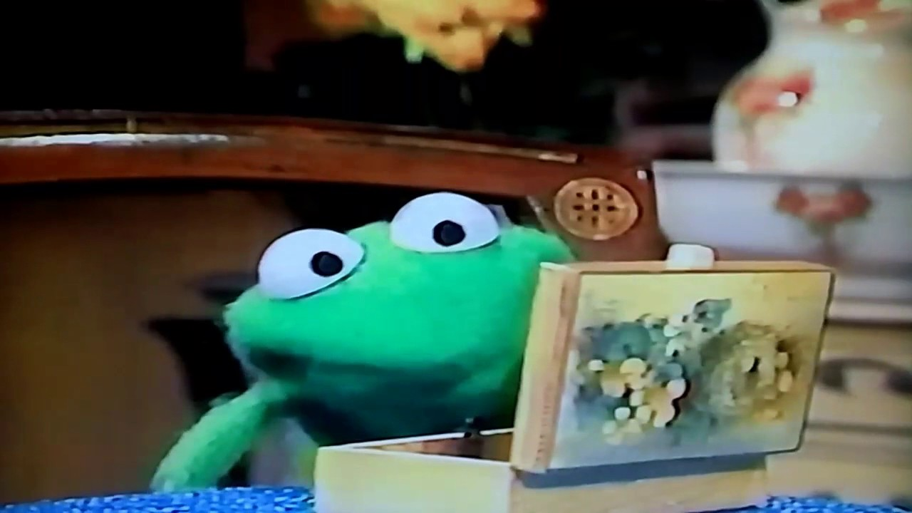 Kermit's Nephew Robin Frog Leave Me Some Magic Muppet Show