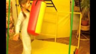 Груша боксерская детская(Груша боксерская детская на спортивном комплексе Ранний Старт. Игра для самых маленьких. Подробнее на http://rs..., 2011-03-29T18:26:50.000Z)