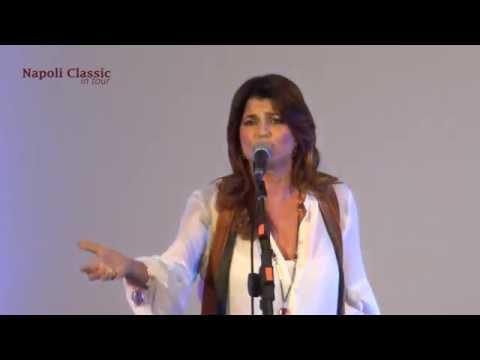 """Monica Sarnelli:  """"Lazzarella"""""""