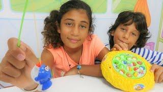 Türkçe izle - çocuk oyunları/videoları/oyuncakları.Ali Cem, Azra, balık tutma. Kız/erkek oyunları
