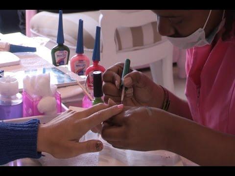 Manicura, copas y bocados, la última tendencia para mujeres en Bogotá