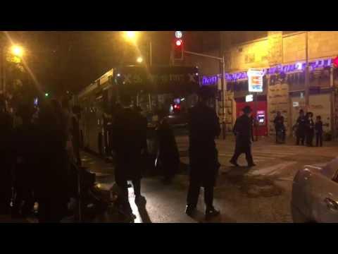 Kikar Shabbos protest2 (Media Resource Group)