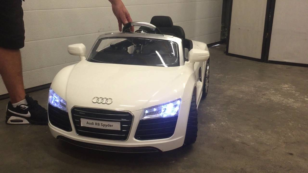 voiture electrique audi r8 spyder youtube. Black Bedroom Furniture Sets. Home Design Ideas