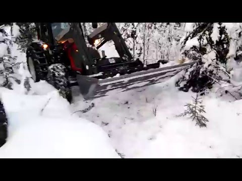 Snow driving Valtra A82
