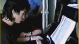 �������� ���� В.Цой играет на пианино ������
