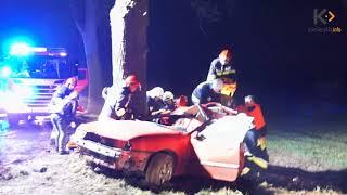 Opel uderzył w drzewo! Trzy osoby poszkodowane