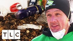 """Team Refuses To Clean """"Biohazard"""" House Full Of Dog Faeces   Hoarding: Buried Alive"""