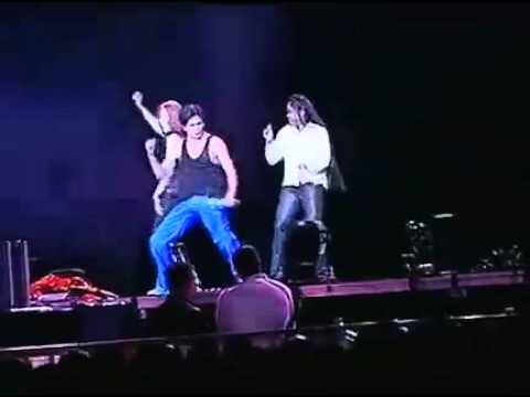 Hot sexy Shahrukh Khan live dance 2 women onstage