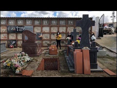 Covid-19: Törenler yasaklandı, salgında ölen çiftin yakınları cenazeyi uzaktan canlı yayında izle…