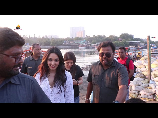 KIARA ADVANI SPOTTED AT MADH JETTY RETURN IN TOWN FROM SHOOT